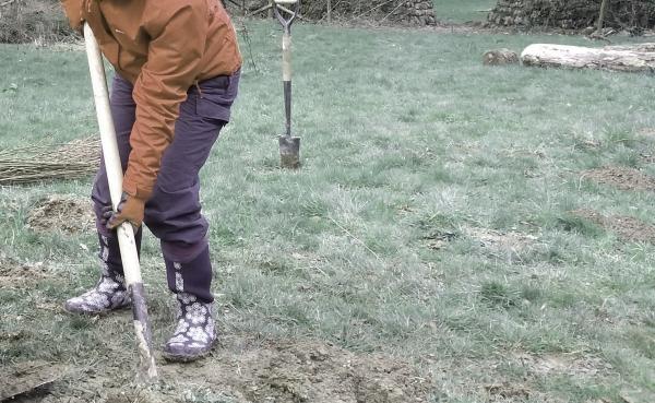 Shovelling working conservation digging